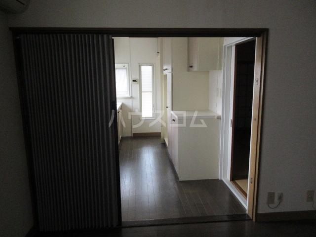 高橋アパート 1号室のリビング