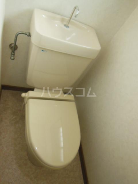 レジデンスとよつ 105号室のトイレ