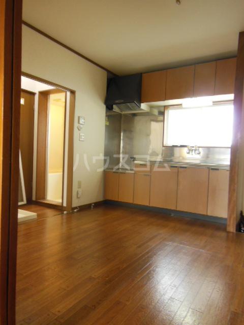 レジデンスとよつ 105号室のキッチン