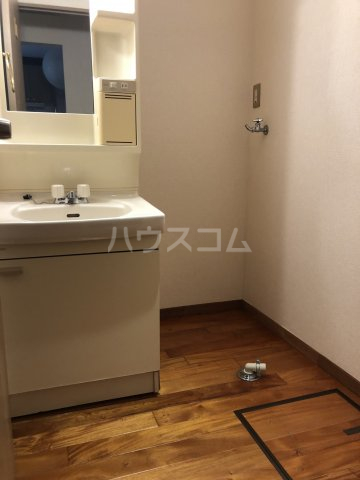 ユトリロ代田 102号室の洗面所