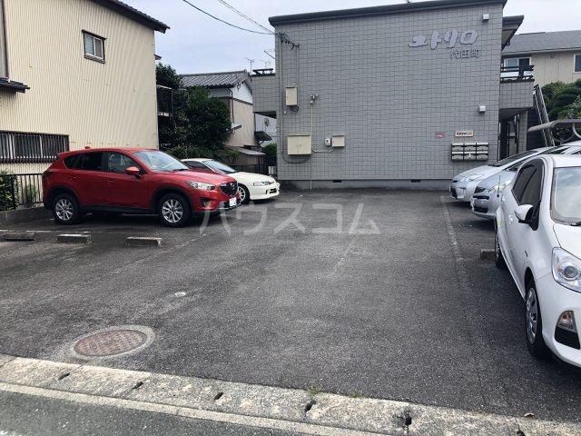 ユトリロ代田 102号室の駐車場