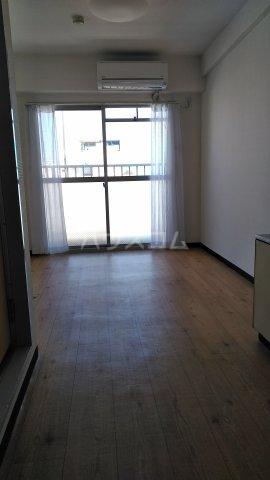 オレンジハウス 301号室のリビング