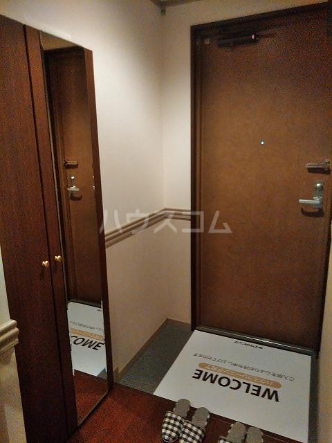Grand Latour 205号室の玄関