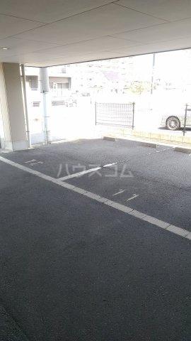 Grand Latour 206号室の駐車場