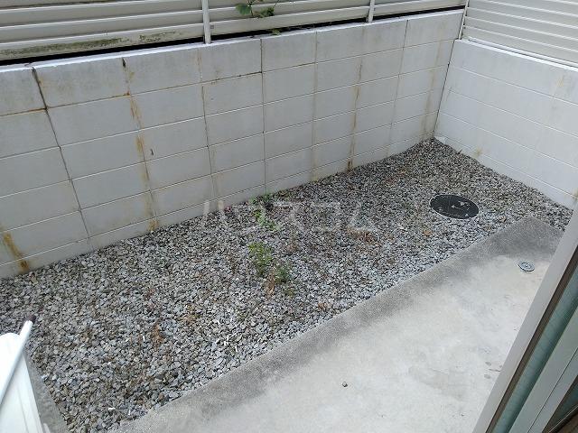 リッチモンド潤 A105号室の庭