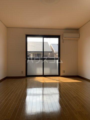 シャインポート屋島 E棟 202号室のリビング