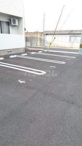 クレイドル松原 2号室の駐車場
