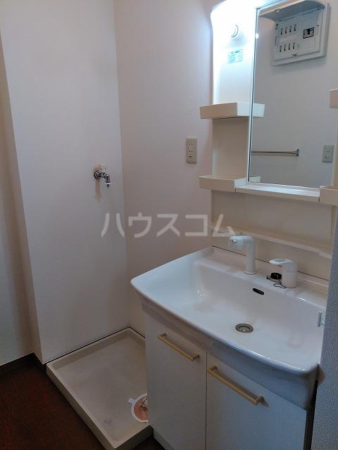 リジェール東山崎 A棟 102号室の洗面所