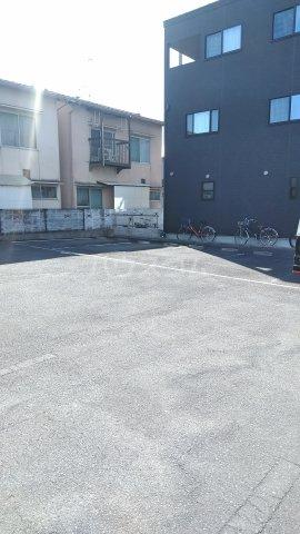 シュガー・コート 203号室の駐車場