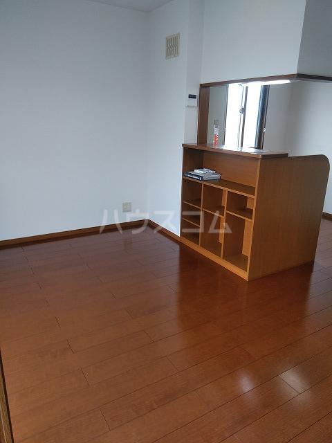 リジェール東山崎 D棟 102号室のリビング