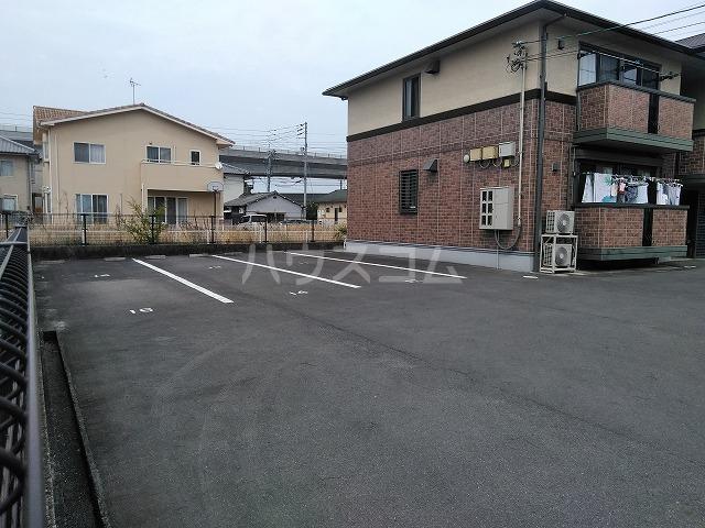 リジェール東山崎 D棟 102号室の駐車場