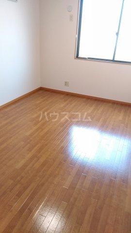 エクセレンスファミール木太 B棟 B102号室の居室