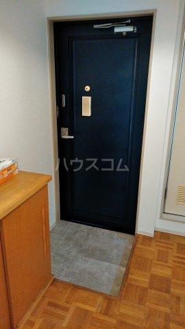 パレス所 201号室の玄関