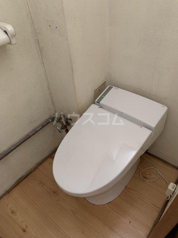 日下ビル 101号室のトイレ