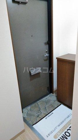 フィネス三条 302号室の玄関