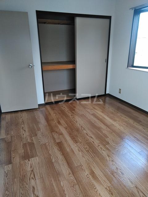 ヴィラ橋本 A棟 102号室の居室