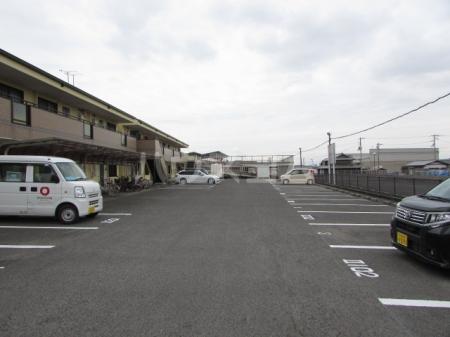 Gnosis Ⅱ 101号室の駐車場