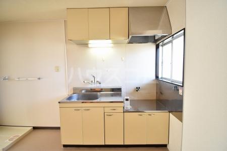三宝ハイツ A棟 A202号室のキッチン