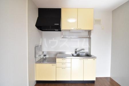 サン・スクエア A棟 202号室のキッチン
