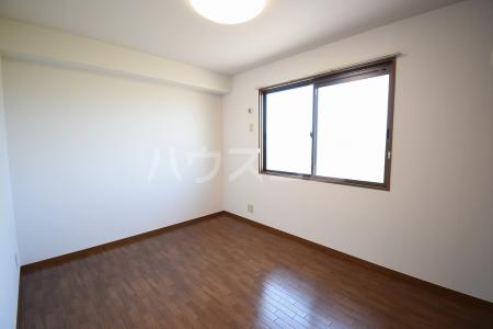サン・スクエア A棟 202号室のベッドルーム