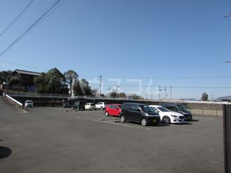サン・スクエア A棟 202号室の駐車場
