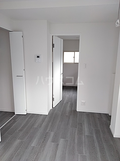 ヤングツリーズ 201号室の居室