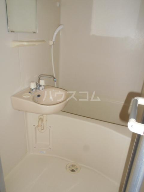 レオパレスグランシャリオⅡ 101号室の洗面所