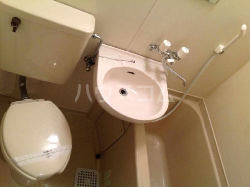 レオパレスカーサ瀬谷 201号室のトイレ