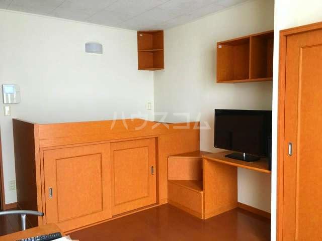 レオパレス葵 210号室のベッドルーム