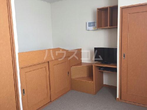 レオパレススアーブ 105号室のベッドルーム