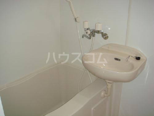 レオパレス2001 101号室の洗面所