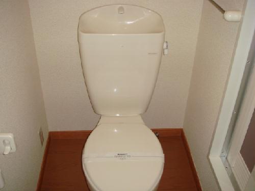 レオパレスソレーユ上地 106号室のトイレ