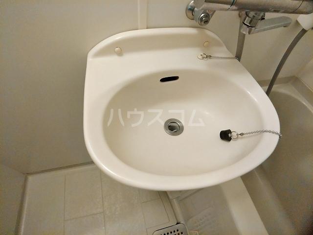 レオパレスエパティーク 106号室の洗面所