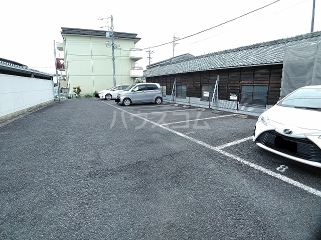 レオパレスエパティーク 106号室の駐車場