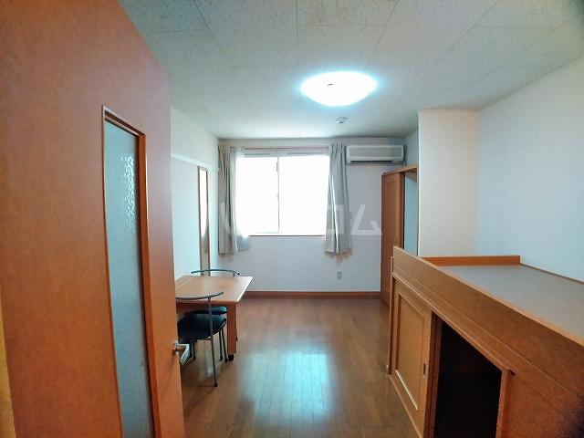 レオパレスエパティーク 106号室のリビング
