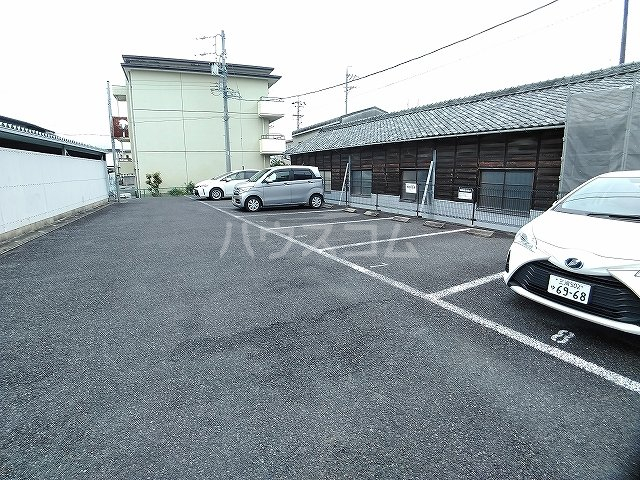 レオパレスエパティーク 202号室の駐車場