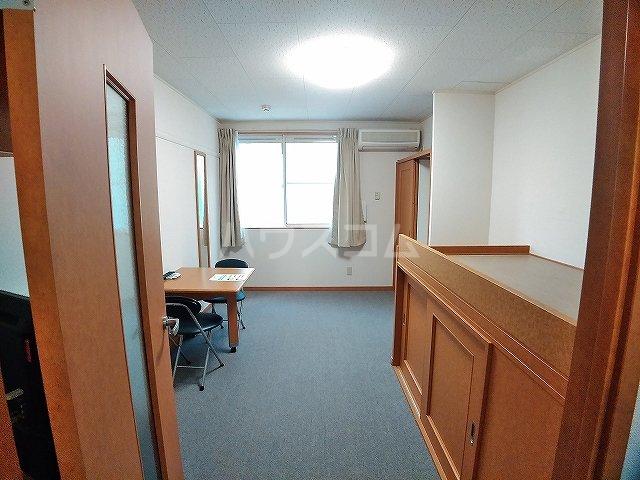 レオパレスエパティーク 202号室のリビング