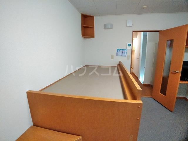 レオパレスエパティーク 202号室のベッドルーム