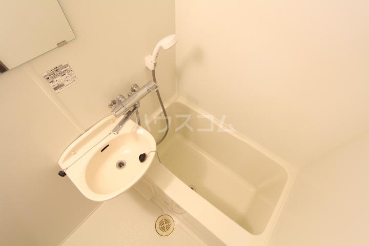 レオパレス月見 203号室の洗面所