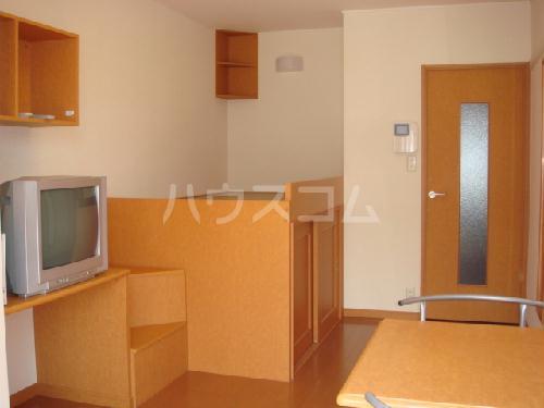 レオパレスアンソレイユ 205号室のベッドルーム