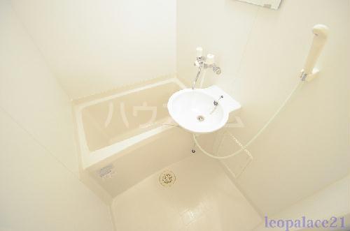 レオパレスwill 105号室の洗面所
