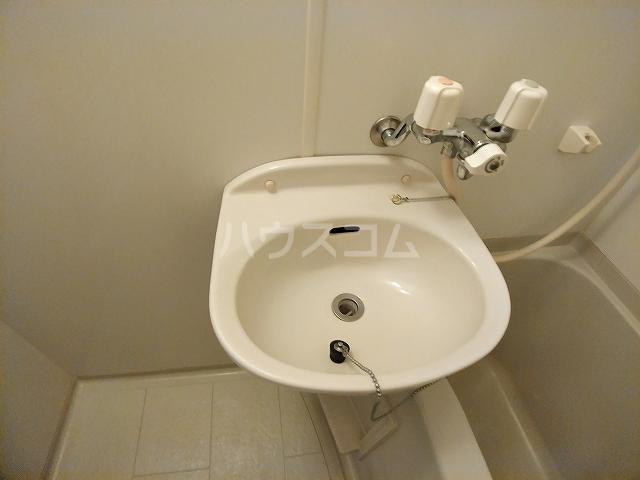 レオパレスA 105号室の洗面所