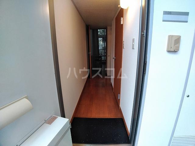 レオパレスA 105号室の玄関