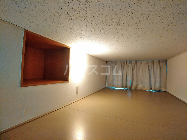 レオパレスA 105号室のベッドルーム
