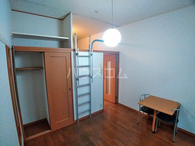レオパレスA 105号室の収納