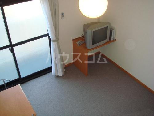レオパレスMINA 208号室の居室