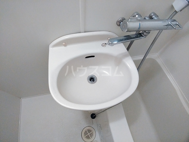 レオパレス大和 303号室の洗面所
