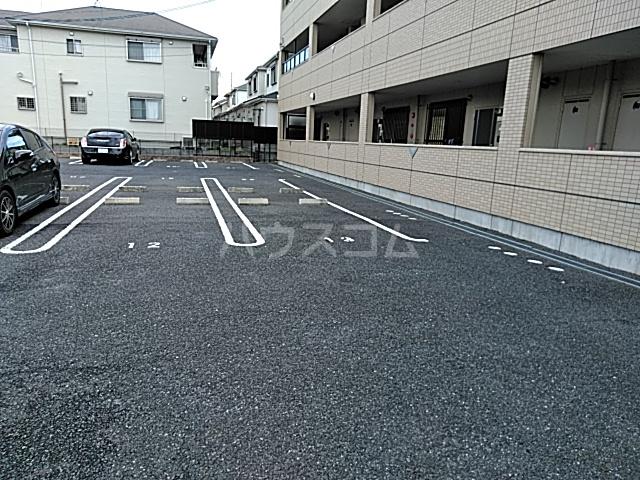 コンフォース・ステージM 302号室の駐車場