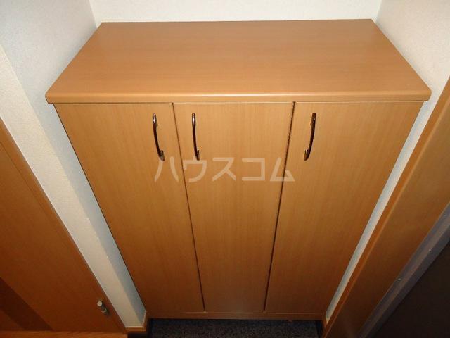 ベル・グラース 00103号室の玄関