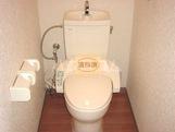 コンフォールK 101号室のトイレ